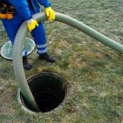Vidange d'une fosse septique par un professionnel